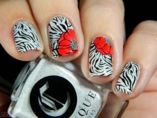 Маникюр с маками, оригинальный маникюр с цветами на короткие ногти