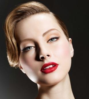 Свадебный макияж в персиковых тонах, макияж со стрелками для миндалевидных глаз