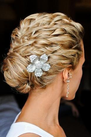 Мелирование на светлые волосы, актуальная свадебная прическа