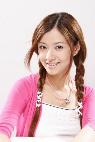 Светло каштановый цвет волос на длинные волосы, прическа в школу с двумя косичками