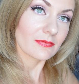 Яркий макияж для блондинок, макияж на день рождения для серо-зеленых глаз