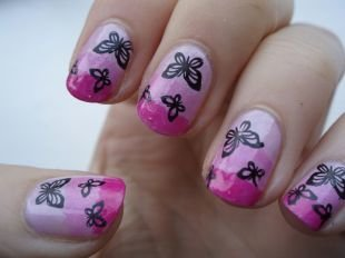 Сиреневый френч, бабочки на ногтях