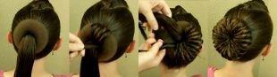 Самые модные прически на средние волосы, объемный пучок с бубликом