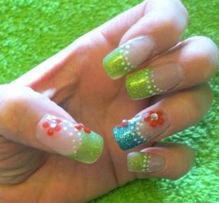 Радужный френч цветными гелями, блестящий французский маникюр на нарощенных ногтях