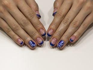 Разный маникюр на ногтях, замечательная идея маникюра с покрытием шеллаком синего цвета с рисунком