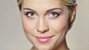 Макияж под фиолетовое платье, дневной макияж для каре-зеленых глаз