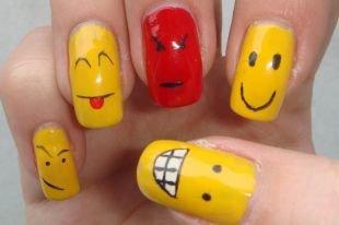 Красный дизайн ногтей, маникюр по фэн-шую со смайликами