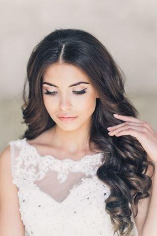 Свадебный макияж в персиковых тонах, легкий свадебный макияж со стрелками