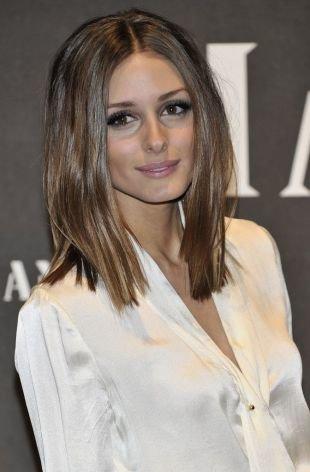 Причёски с распущенными волосами, стильное удлиненное каре без челки