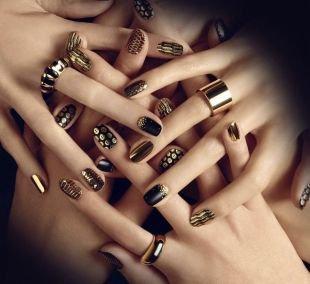 Зеркальный маникюр, золотистый дизайн ногтей