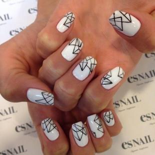 Черно-белый дизайн ногтей, геометрический маникюр