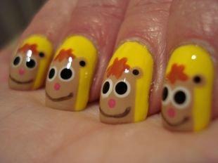 Детский маникюр, желтый маникюр на коротких ногтях с веселенькими обезьянками