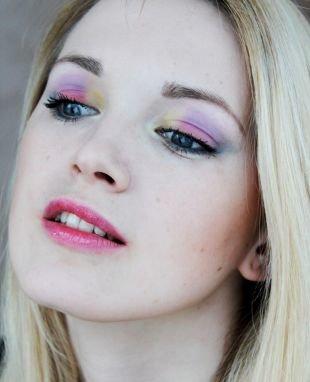 Макияж для блондинок с голубыми глазами, макияж для серых глаз с разноцветными тенями