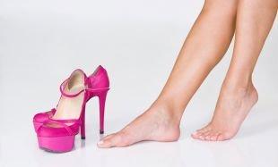 Узнайте, как избавиться от мозолей на пальцах ног