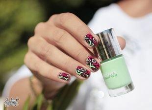 Абстрактные рисунки на ногтях, маникюр с разноцветным орнаментом на коротких ногтях