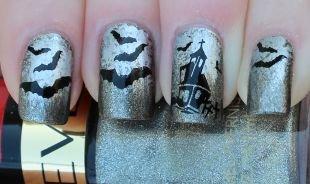 Нарощенные ногти, серый маникюр с летучими мышами