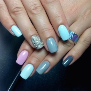 Икорный маникюр, модный дизайн ногтей со стразами и бульонками