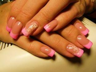 Разный маникюр на ногтях, розовый маникюр на выпускной с рисунком