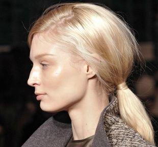 Жемчужно пепельный цвет волос, быстрая повседневная прическа