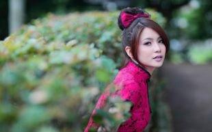 Прически в стиле стиляг, объемный пучок - идеальная прическа на длинные волосы