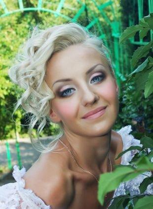 Свадебный макияж в персиковых тонах, очаровательный свадебный макияж для голубых глаз