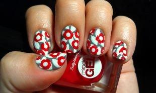 """Маникюр на 9 мая, неординарный маникюр """"цветы"""" в красно-бело-серой гамме на коротких ногтях"""