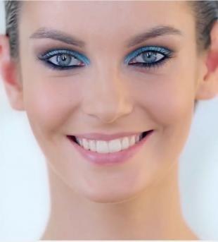 Макияж для голубых глаз под голубое платье, макияж для серых глаз с голубыми тенями