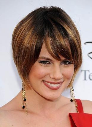 Цвет волос шатен, стрижка боб для круглого лица