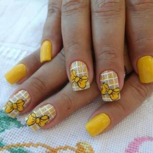 Желтый маникюр, желтый маникюр в клетку с бантиками