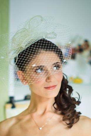 Свадебные прически, свадебная прическа с мягкими локонами на длинные волосы