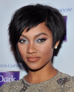 Иссиня-черный цвет волос, короткая стрижка для жестких волос