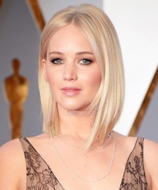 Белый цвет волос на средние волосы, модное каре длиной до плеч