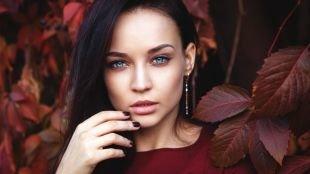 Макияж под красное платье, осенний макияж для серо-голубых глаз