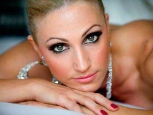 Темный макияж для серых глаз, свадебный макияж смоки айс для зеленых глаз