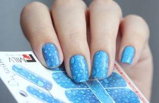 Рисунки на ногтях, голубой маникюр с каплями