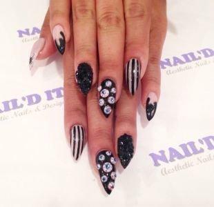 Черный дизайн ногтей, макияж на хэллоуин для ногтей острой формы