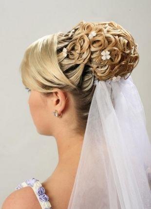 Прически с цветами, свадебная прическа на длинные волосы