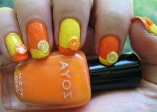 Маникюр разными лаками, желто-оранжевый маникюр с цитрусами