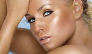 """Макияж для блондинок с голубыми глазами, летний макияж """"nude"""""""