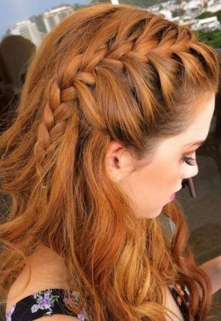 Янтарный цвет волос, повседневная прическа своими руками