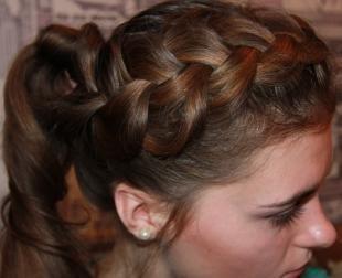 Цвет волос капучино, вариант прически на день рождения