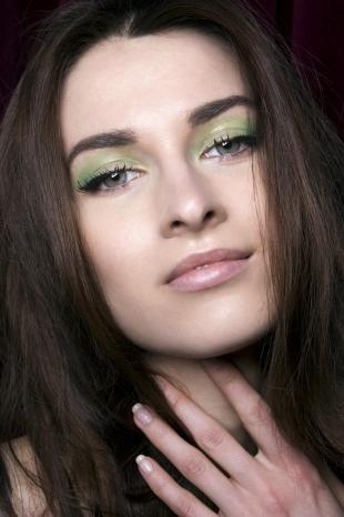 Макияж для зеленых глаз под зеленое платье, летний макияж для серых глаз