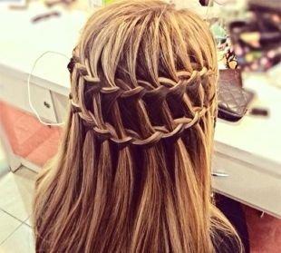 Причёски с распущенными волосами, прическа водопад с двумя косами
