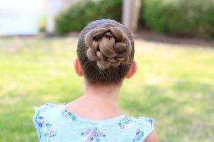 Праздничные детские прически на длинные волосы, детская прическа на выпускной - пучок из косичек