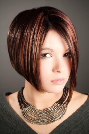 Цвет волос тициан, модная стрижка боб-каре с а-силуэтом
