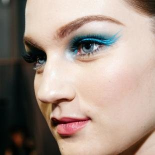 Авангардный макияж, красивый голубой макияж глаз