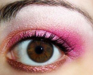 Вечерний макияж для брюнеток с карими глазами, макияж для карих глаз с розовыми и коричневыми тенями