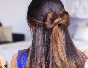 Прическа бант из волос на длинные волосы, прическа бант на полураспущенных волосах