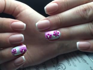 Рисунки ромашек на ногтях, градиентный френч с цветами