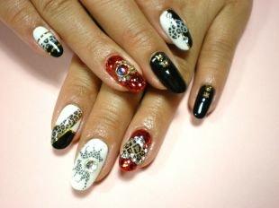 Маникюр на Новый год, черно-белый маникюр с леопардовым принтом, стразами и камнями